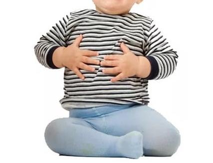 У ребенка болит живот около пупка: выясняем