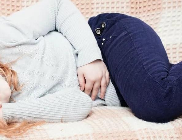 У ребенка болит живот и понос: причины, симптомы